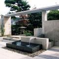 中庭の水盤