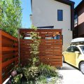 施主工事の植栽と塀の塗装
